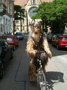 ausserirdischer-auf-dem-fahrrad